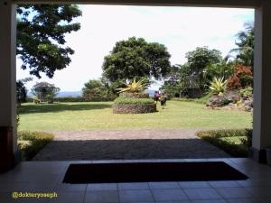 halaman belakang lobby